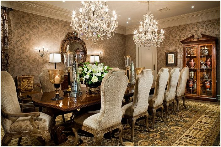 Rich interior with luxury furniture and no less beautiful chandelier for a complete aesthetic pleasure.