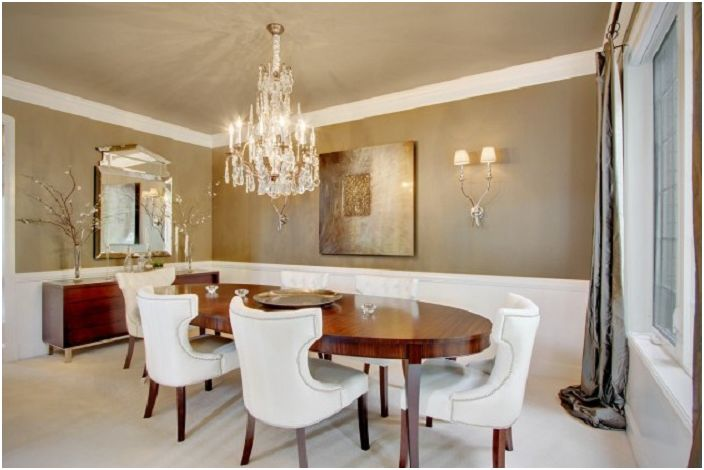 Gentle colors in the design of the interior dining room, combined with a pretty chandelier which makes the room more attractive.