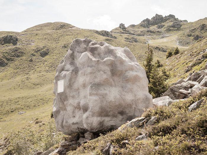 Скривалище: дървена къща от камък
