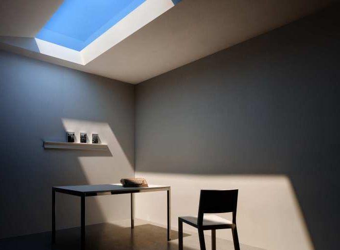Революционна флуоресцентна лампа симулира прозорец, през който може да се види на небето сега