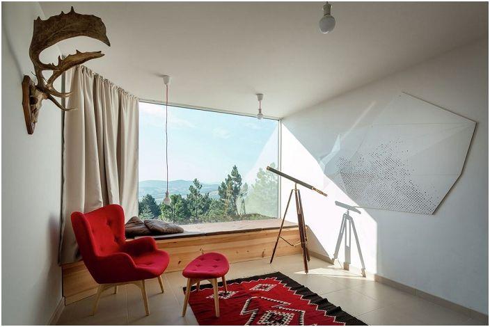 Традиция и съвременност: къща е идеално съчетават контрастни материали