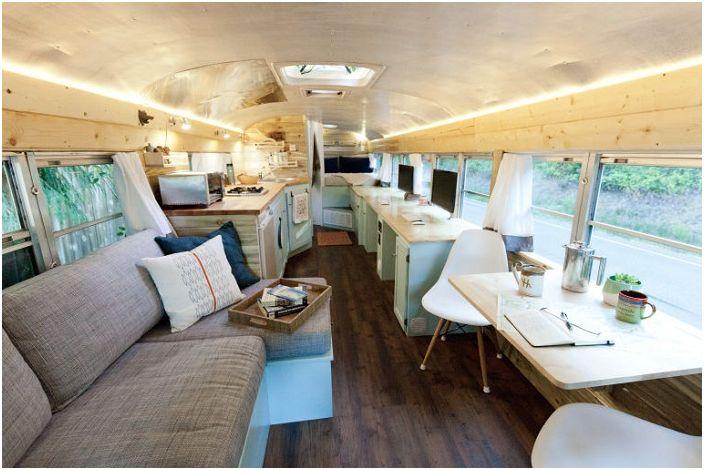 Уютна мобилен дом, а превръща училищен автобус