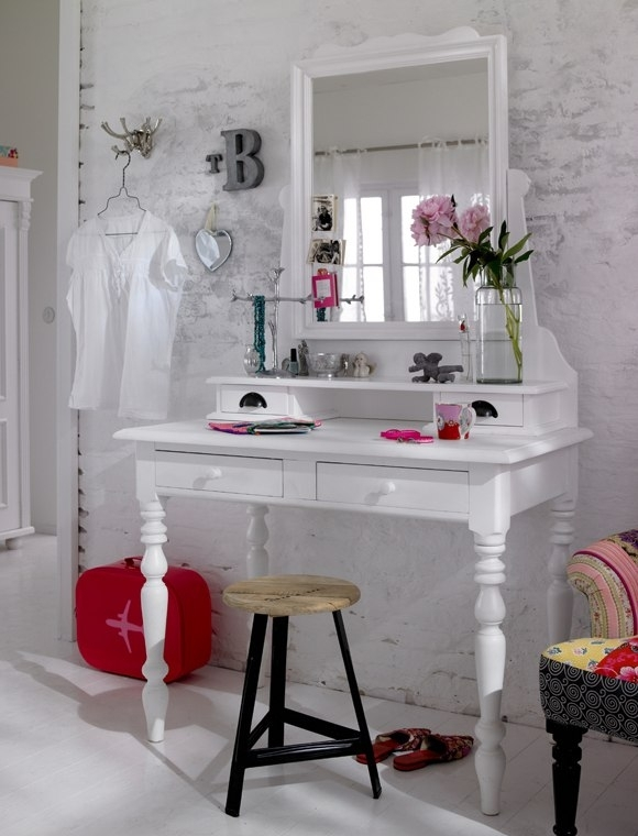 Dressing- table- in the-bedroom-1