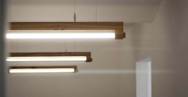Design lamps made of wood from the company Waarmakers