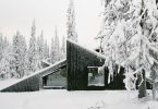 House in the snowy woods: housing with a complex dynamic facade
