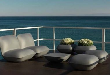 Emits light: a high-tech furniture Vondom Pillow Patio by Stefano Giovannoni
