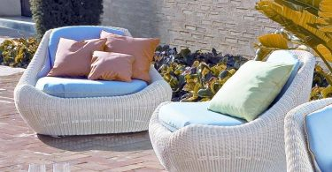 Wicker furniture for the garden and garden. Its advantages and disadvantages