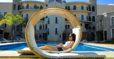 Relaxing chaise Loopita Bonita by Victor M. Aleman, like a roller coaster