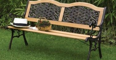 Benches made of wood and metal - a popular and practical option
