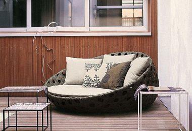 Velge en elegant dekorasjon for patio - klassisk design: metall og kurvmøbler