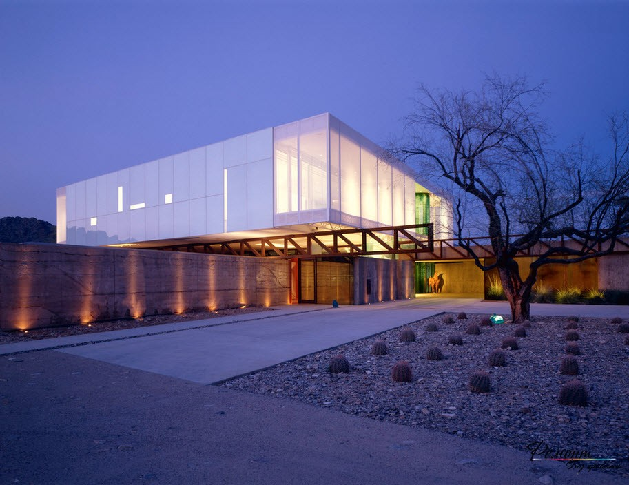 Красива стъклена къща, фото