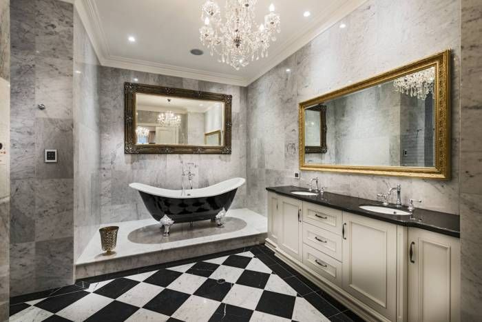 Bathroom with a classic interior design - a win-win.