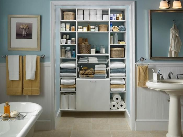 Several storage systems will be useful in the interior of the bathroom.