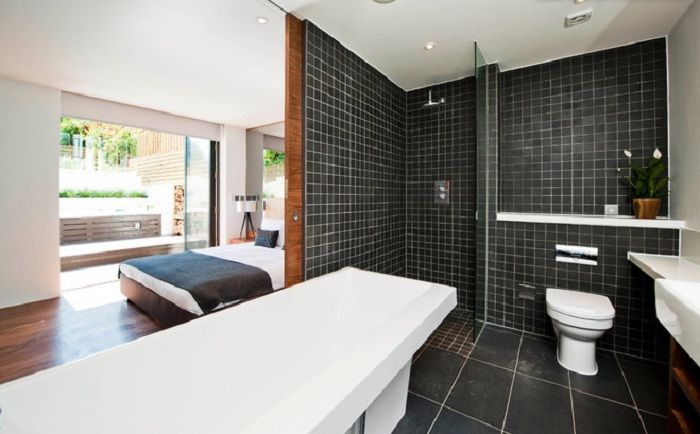 Bathroom semi-open-plan - a fashionable western trend.