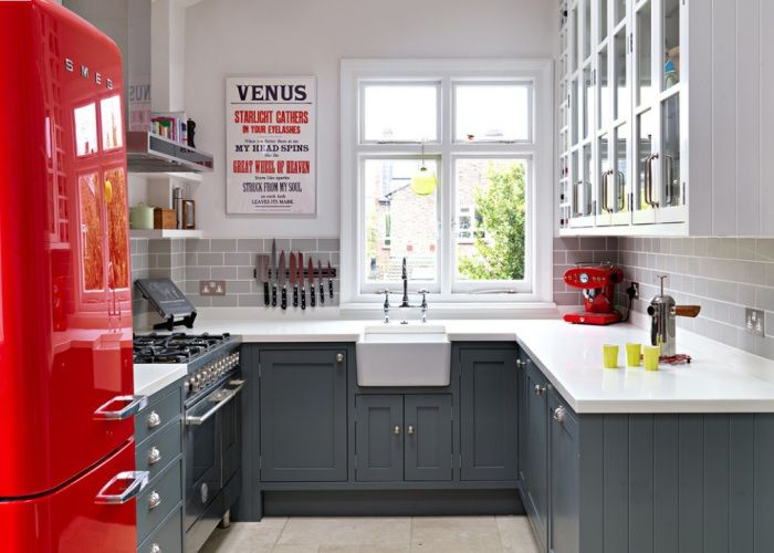 The color scheme of the interior of a small kitchen - a dynamic and elegant.