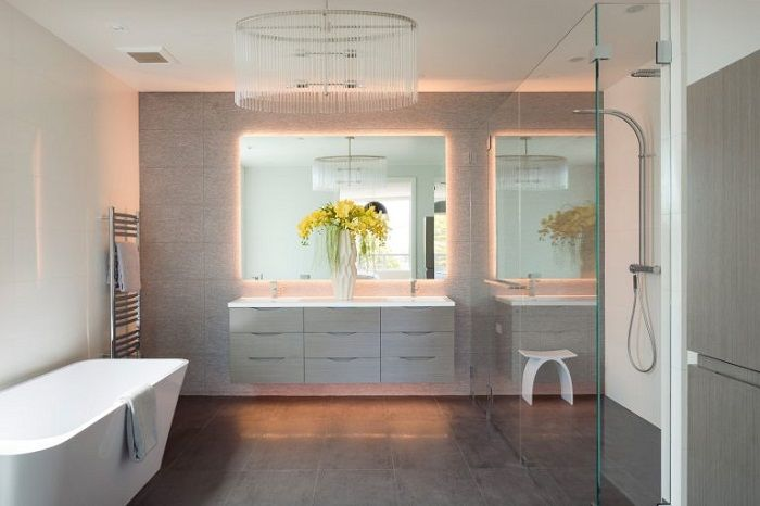 A great example of bathroom design thanks to the soft indirect lighting.