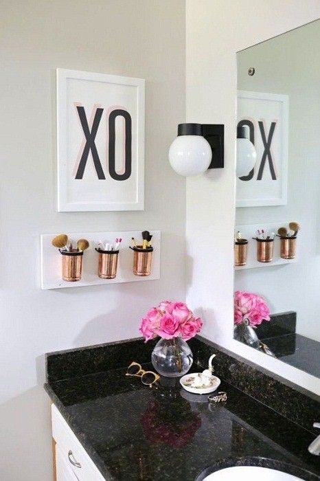The combination of black, white and gold - the color scheme for the bathroom.