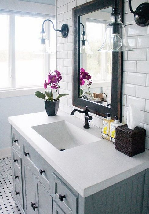 Classic interior in black and white creates an original atmosphere in the bathroom.