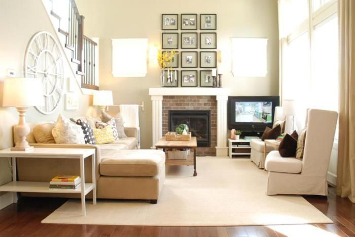 Due to the neutral color scheme possible to add natural light in the living room.