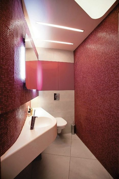 Beautiful bathroom interior was created thanks to the original decision of the decor in burgundy color.