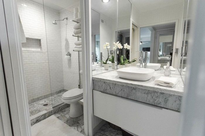 A great option to create an interior bathroom in white marble inserts.
