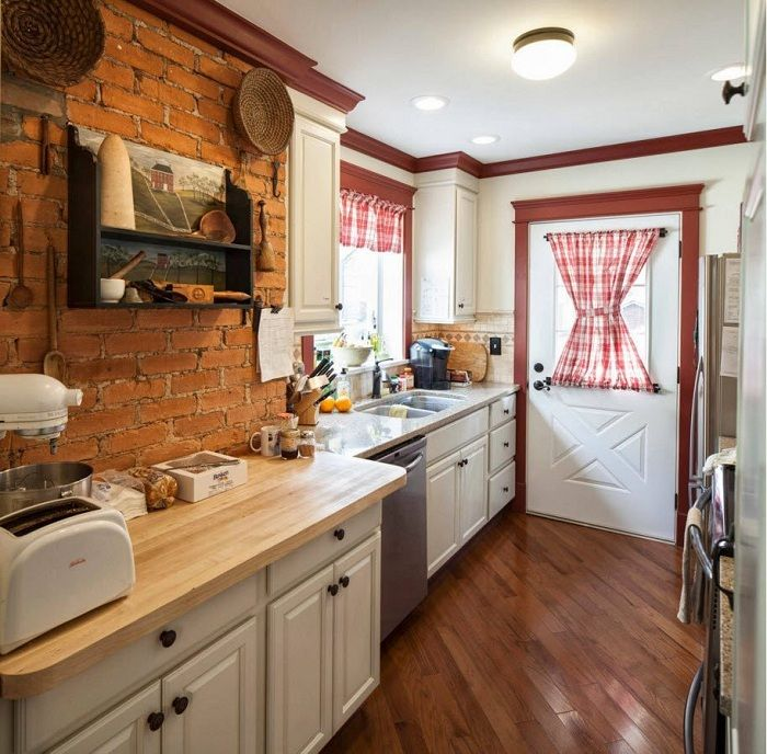 A good example of kitchen design in warm and cozy colors, which will be a godsend.