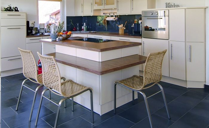 A perfect example of a small kitchen design that looks neat and attractive.