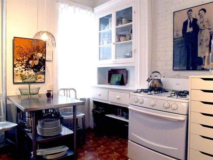 The kitchen is decorated in bright colors, creating a bright and beautiful environment.
