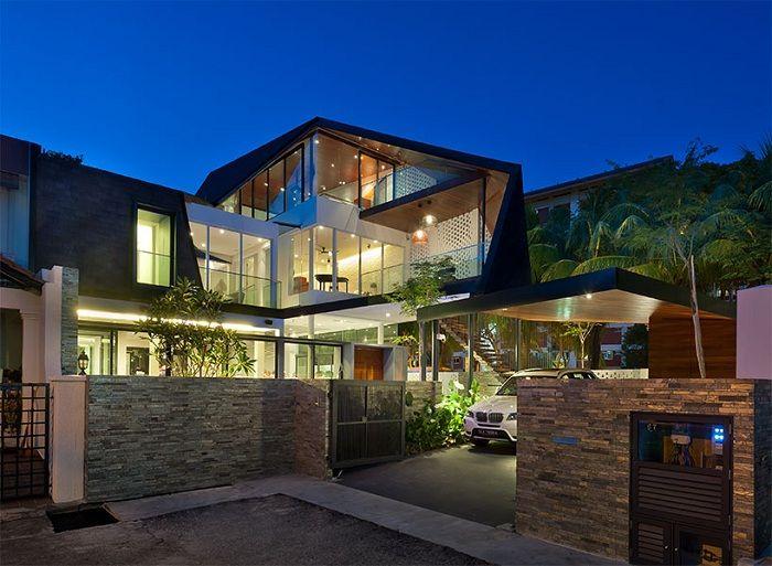 Къща със защитен екран от любопитни съседи