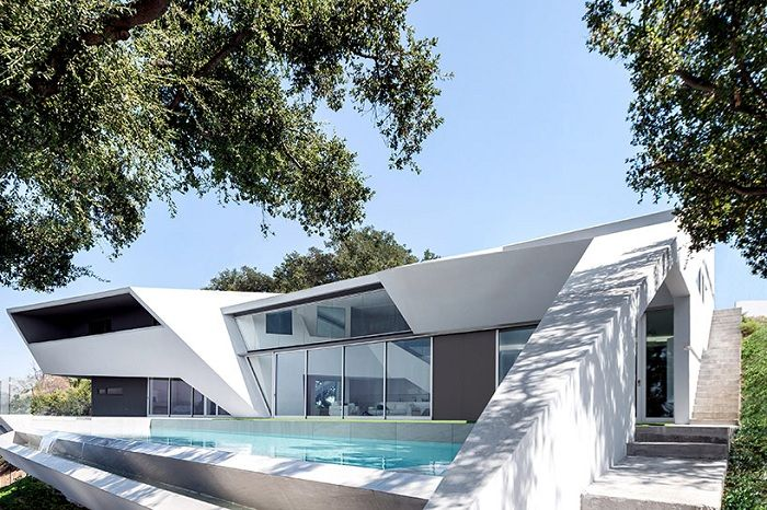 MU77 - snow-white mansion in the Hollywood Hills.