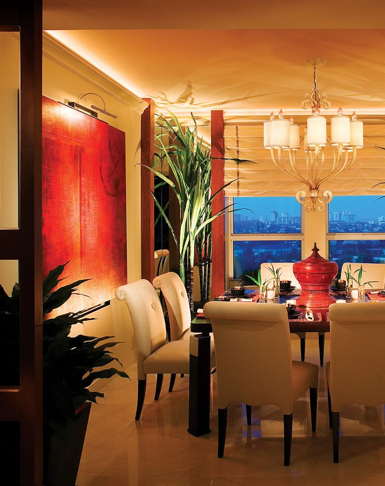 Wonderfully romantic lighting in the interior dining area