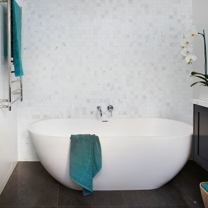 Pretty option to issue a bathroom in white color that looks quirky and fresh.