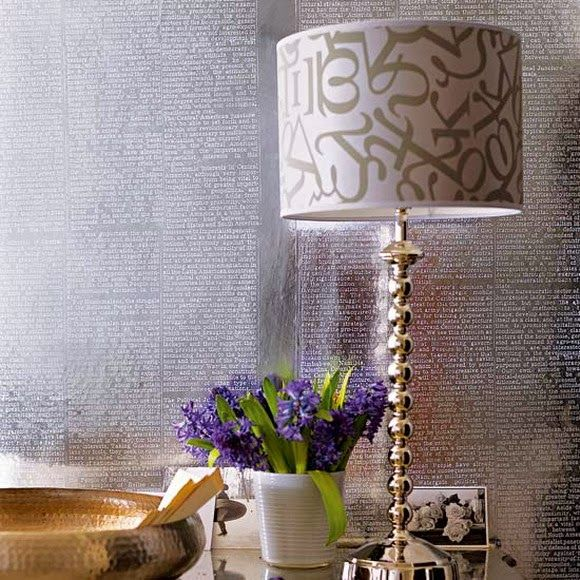 Table lamp with a print in the interior