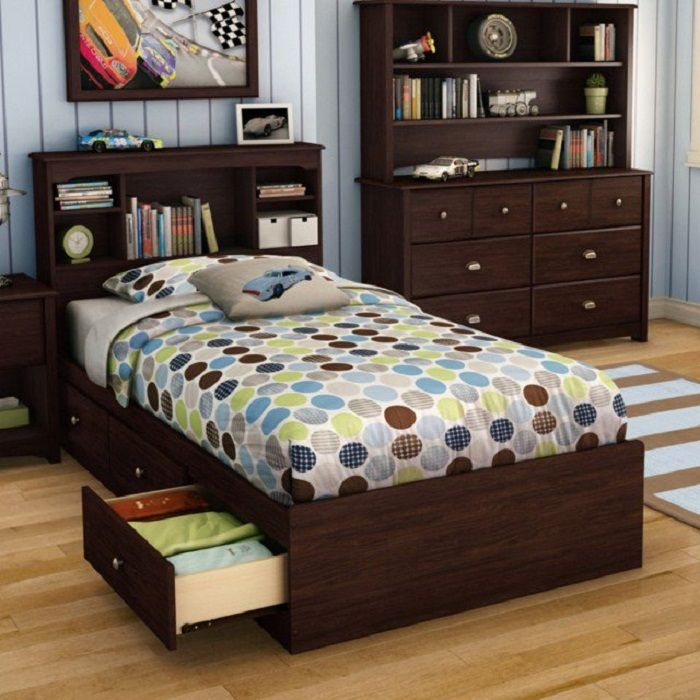 Successful niche under the bed, it will create a good mood, and the maximum to optimize the room for sleeping.