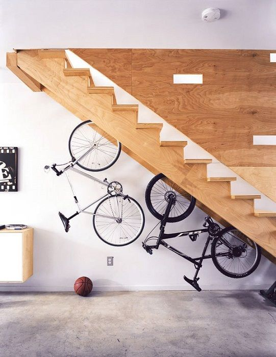 Easy, but very original solution to create a excellent interior with the help of a successful bicycle storage.