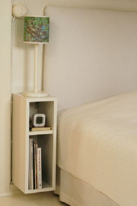 Decorating the space beside the bed in the bedroom by a niche with two compartments.