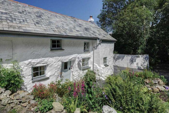 300-годишната къща непривлекателен от външната страна, но зашеметяването вътре