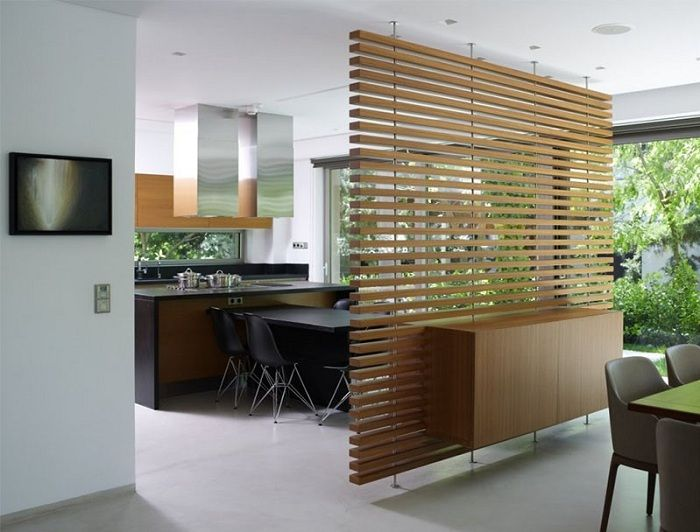 Wicker partition will allow to transform the space in the room.