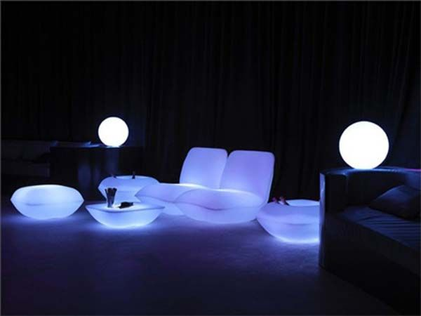 Velikolepnay table, chairs, armchairs and lamps illuminated