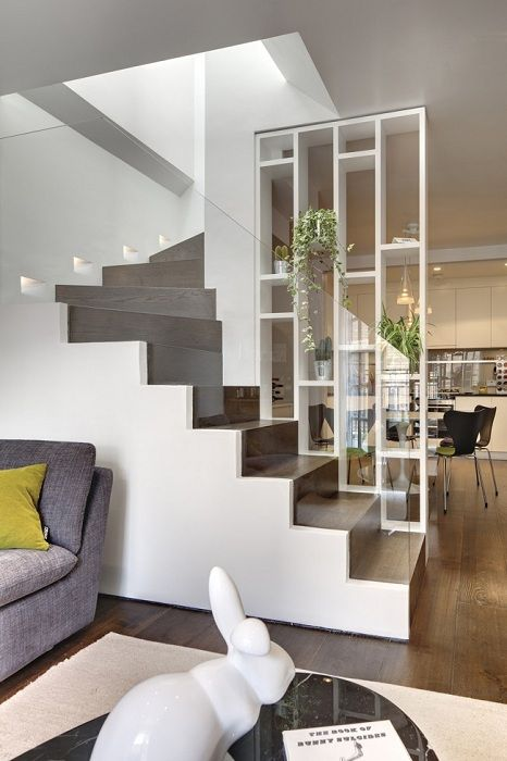A perfect example of the decoration of the room and space zoning.
