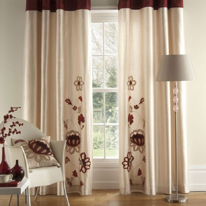 Delicate and fresh decoration of the room with curtains pale cream color.