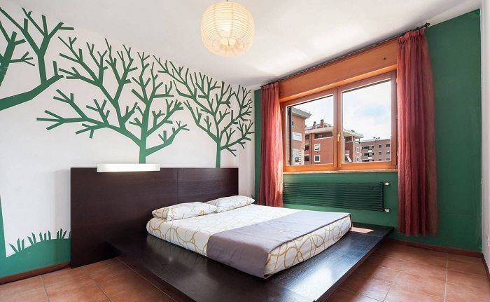 Interesting interior of bedroom in green and red color palette, would be steep solution.