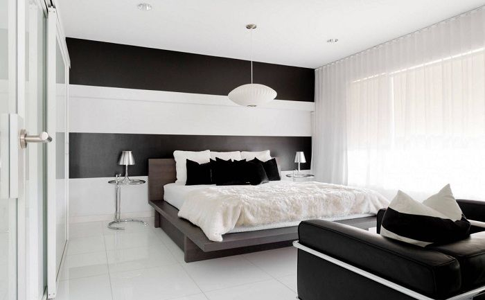 Black and white interior bedroom, which will be a godsend, and especially the decoration of the room.