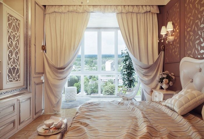 Option decorate the bedroom with the help of delicate cream curtains.