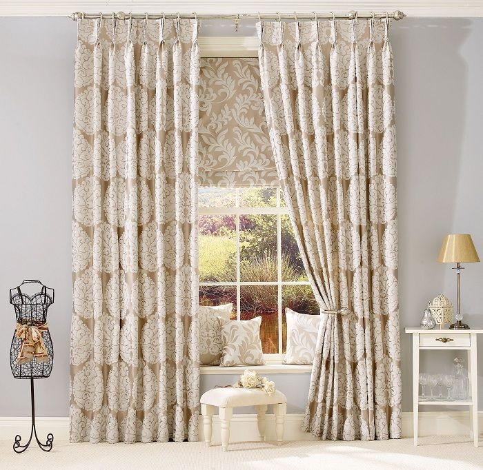 A nice solution to successfully design the interior of the living room with the help of the original curtains.