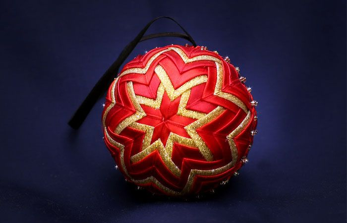How to make a stunning cloth ball for Christmas tree with his hands.