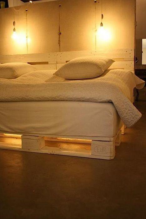 Легловата база на палети със светлина: оригинален и практично решение за вили и апартаменти