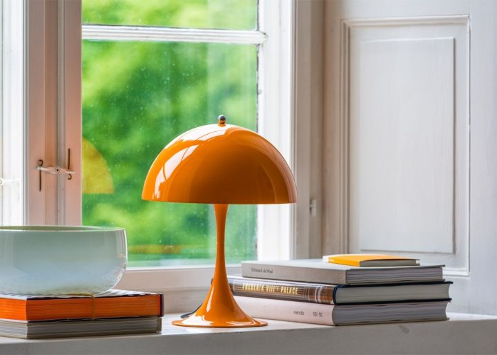 The unusual shape of fashion table lamp