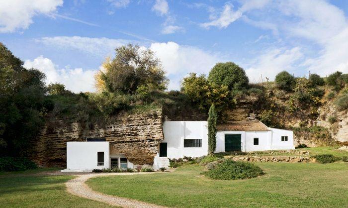 Обратно към основите: къщата, интегрирани в една пещера