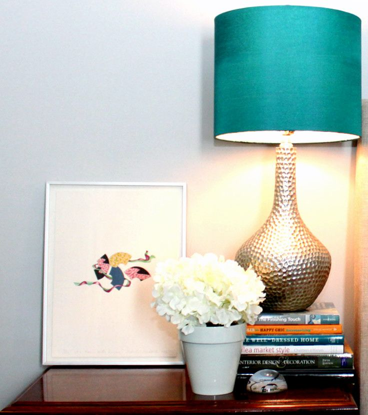 Table lamp in bright color
